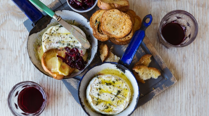 Two Oceans Baked Camembert with Beetroot 02 (MR)